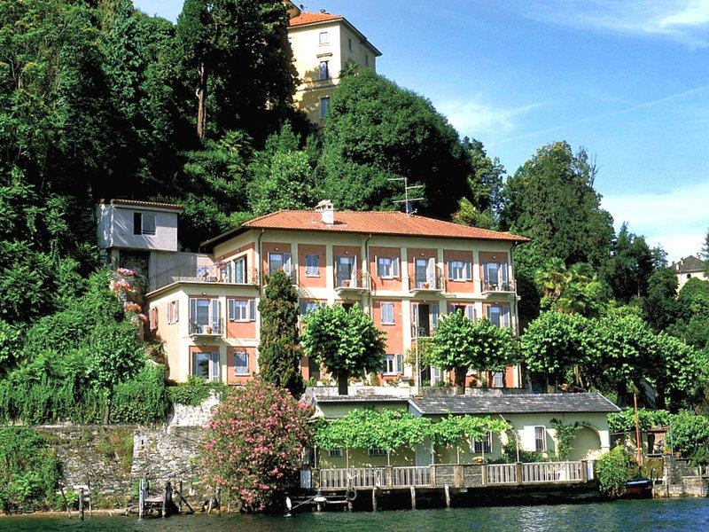 Casa sul lago, Ferienwohnung in Ameno