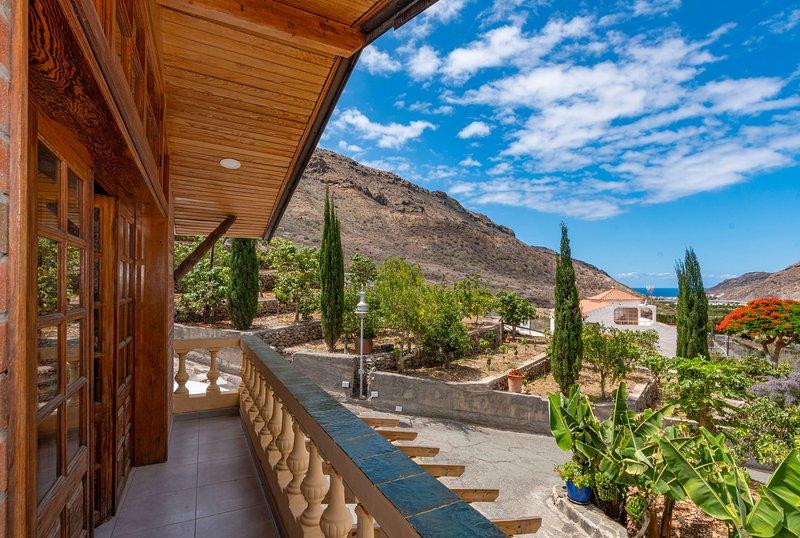 Holiday house with shared pool in Mogán, aluguéis de temporada em Las Burillas