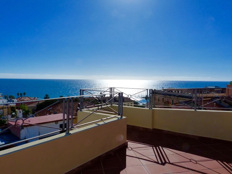 Apartment in the old town with stunning views over the Sea, vacation rental in Sanremo