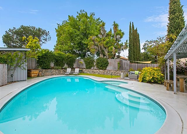 San Diego Oasis w/ Private Pool, Spa, Grill, Gourmet Kitchen & Pool Table, location de vacances à Rancho Bernardo