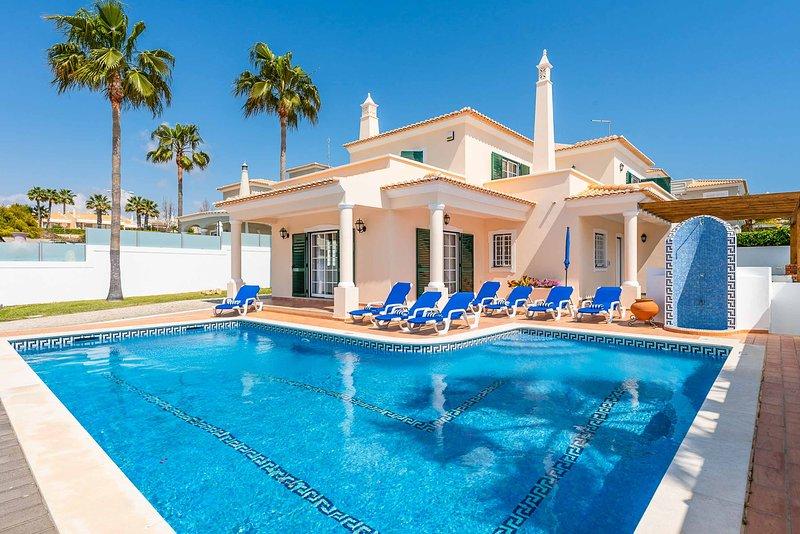 Villa Minerva, holiday rental in Sesmarias