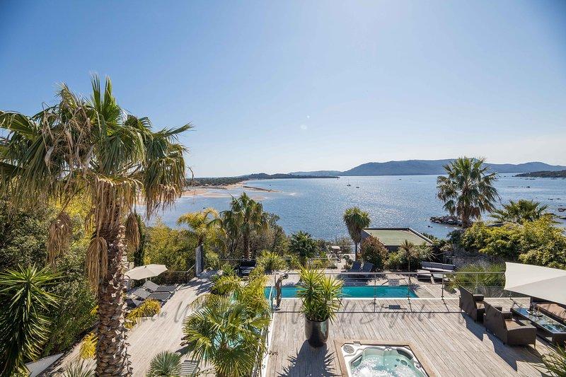 Villa pieds dans l'eau dans le golfe de Porto Vecchio, spa et piscine chauffée, aluguéis de temporada em Porto-Vecchio