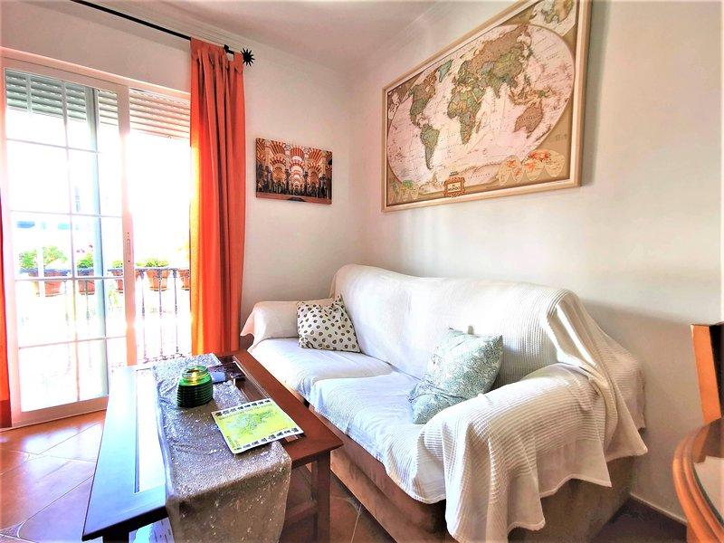 La Herrería. Luminoso estudio/loft en el centro de Cómpeta. Desayuno incluido., holiday rental in Competa