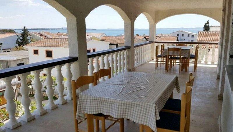 Josko - 70m from the beach & parking: A4-drugi kat(6) - Vir, alquiler de vacaciones en Vir