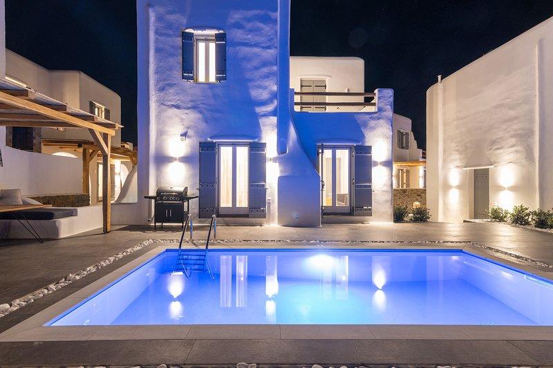 Coral Villa - Naxian Sunset Villas complex - Private Pool, holiday rental in Glinado