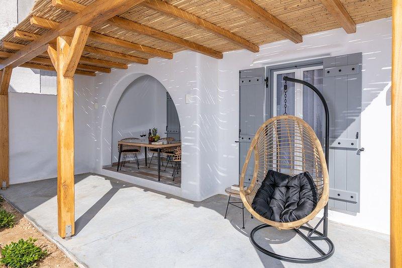 Grey Villa - Naxian Sunset Villas complex - Hydro Massage, holiday rental in Glinado