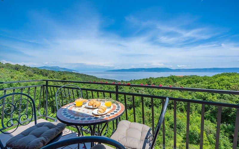 Apt Lara 2 - Pool, Sauna, Hot Tub, Balcony, Sea View, BBQ Grill, holiday rental in Drenje