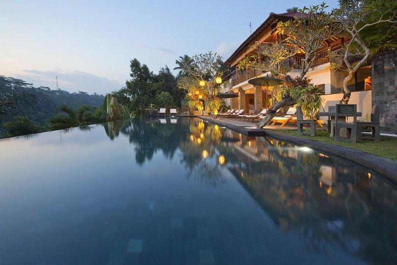 Luxury 1 BR Natural Villa - Breakfast W/Garden View  (ala69), holiday rental in Kenderan