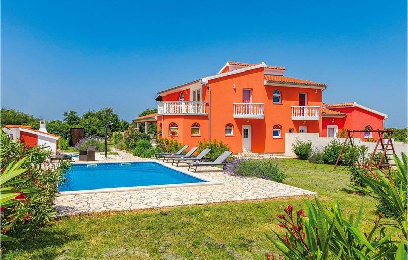 Beautiful home in Sisan with WiFi and 4 Bedrooms (CIZ271), alquiler de vacaciones en Sisan