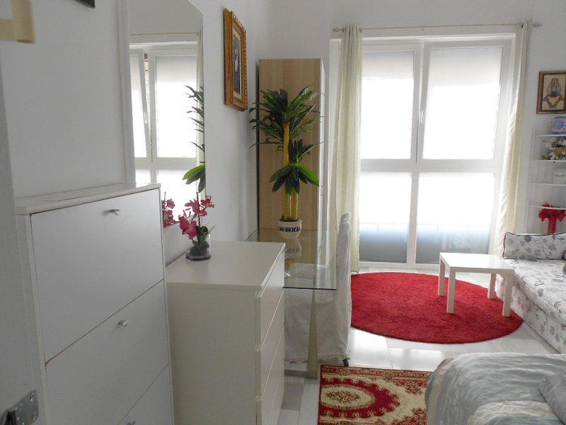 Stanza bianca privata in appartamento condiviso, casa vacanza a Pasturago