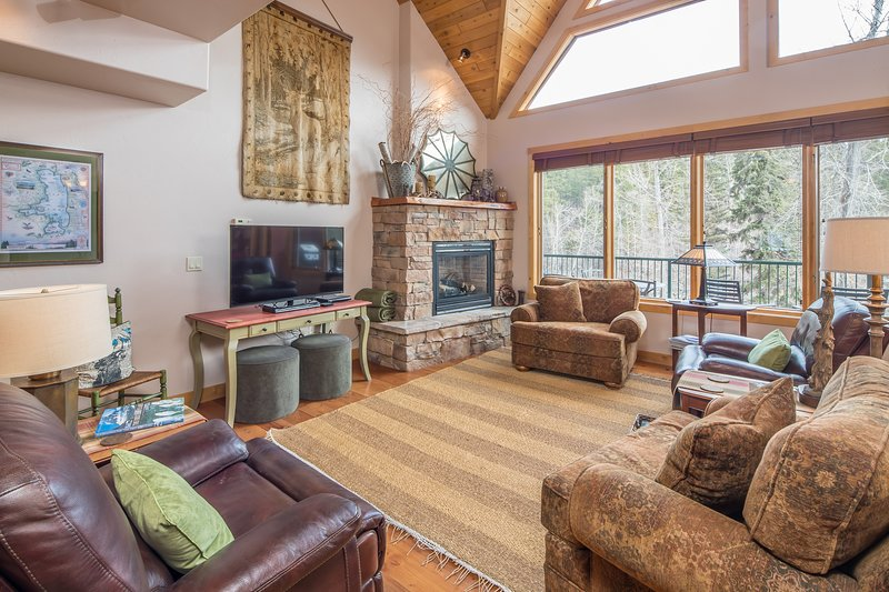 Flathead Valley - BF - Chickadee Chalet, holiday rental in Woods Bay