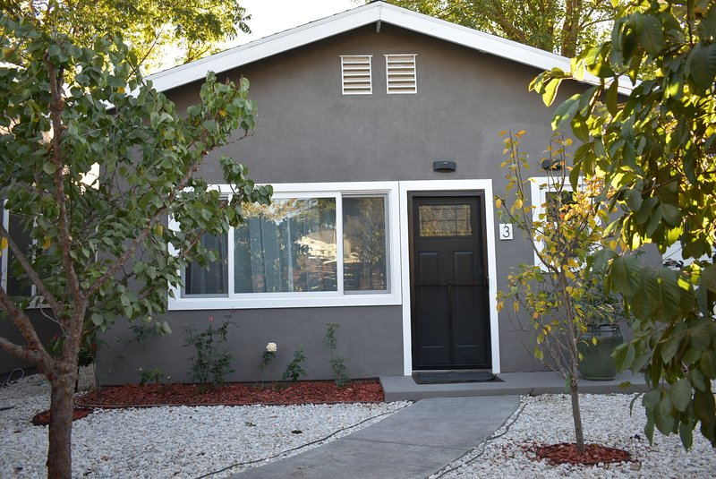 EZ-STAY Cozy Unit 1BD/1BTH/Queen Sofa Bed, Free Parking, vacation rental in Bell Canyon