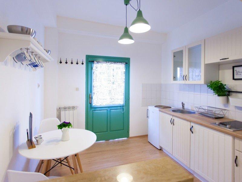 Holiday home 191613 - Studio apartment 230178, location de vacances à Varvari