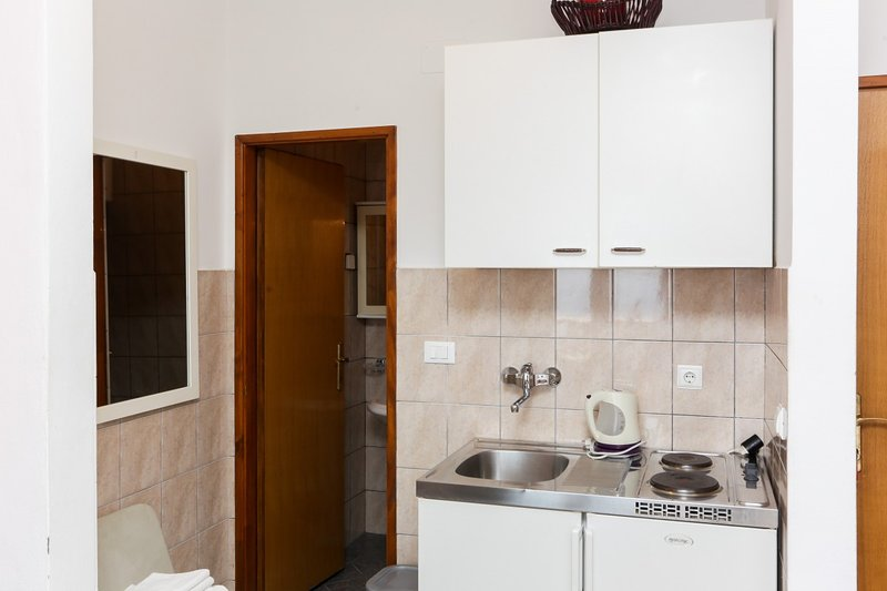 Holiday home 142089 - Studio apartment 122401, holiday rental in Soline
