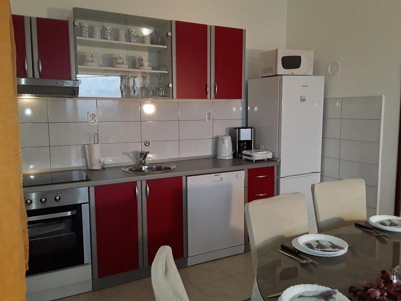 Holiday home 176652 - Holiday apartment 194757, location de vacances à Rogac
