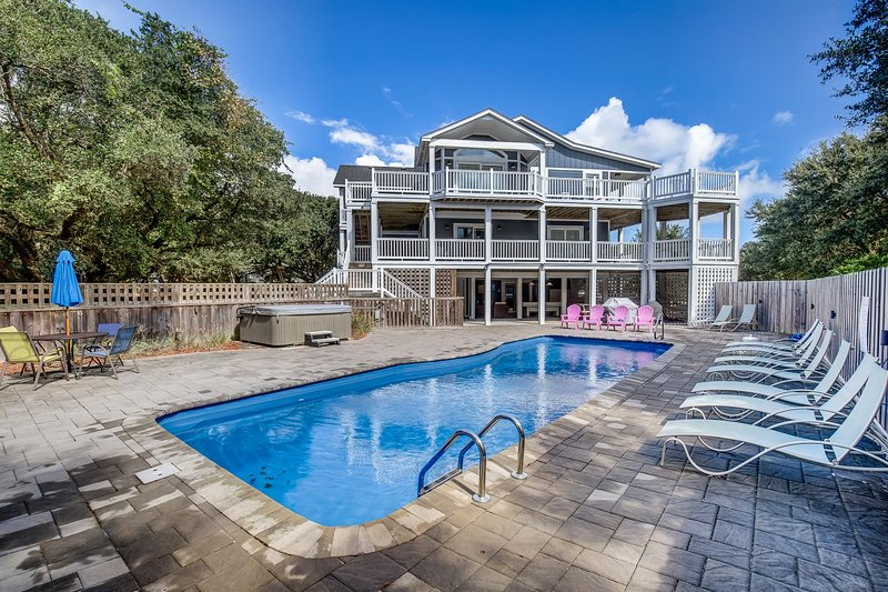 Lucy's Place | 1030 ft from the beach | Private Pool, Hot Tub | Southern Shores, location de vacances à Kitty Hawk