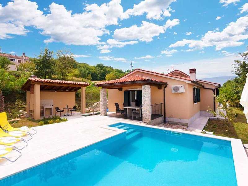 Panoramaferienhaus Vill Ana für Max 6 Personen in sehr schöner Hanglage mit Pool, alquiler de vacaciones en Gracisce