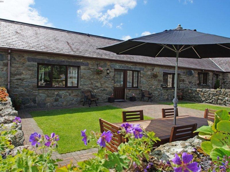 Hyfrydle, holiday rental in Llanfairpwllgwyngyll