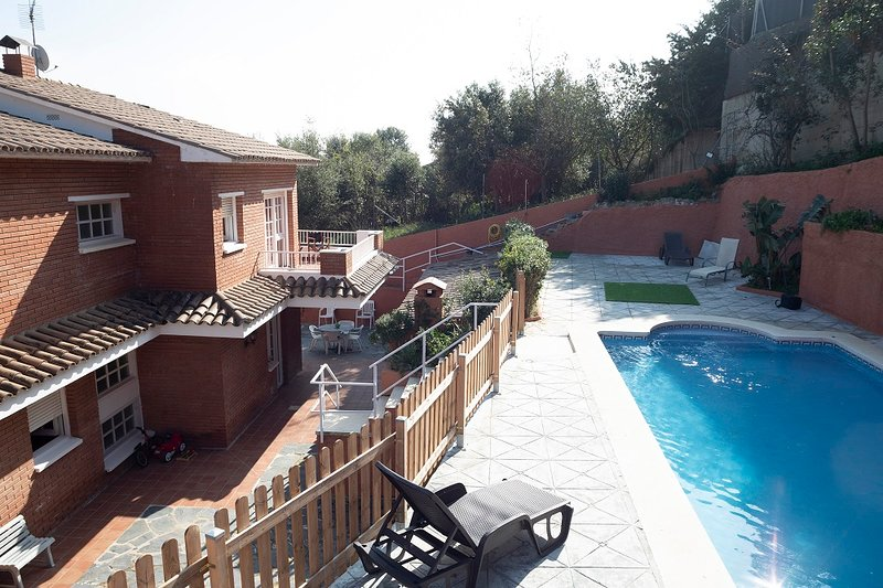 Villa con Piscina y Barbacoa, holiday rental in Llica d'Amunt