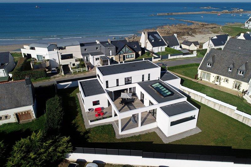 Villa Pool and Beach Bretagne, casa vacanza a Plouescat