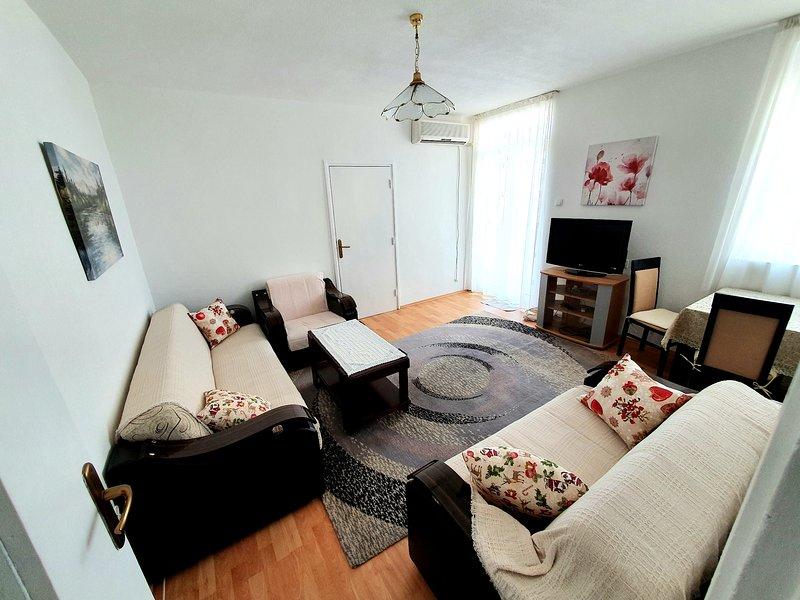 Lovely apartment Andrey & Mila, Ferienwohnung in Bar