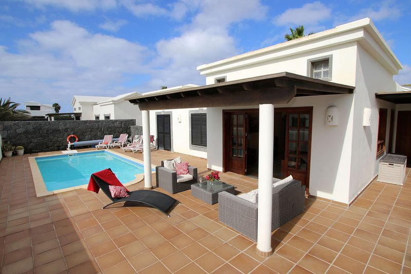 Casa Maria Faro Park | Luxury Villa | Private Heated Pool | Peaceful & Relaxing, vacation rental in Playa Blanca