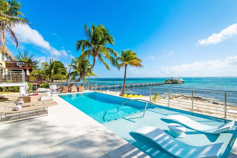Blue Serenity: Breezy Beach House with Backyard Snorkeling, location de vacances à East End