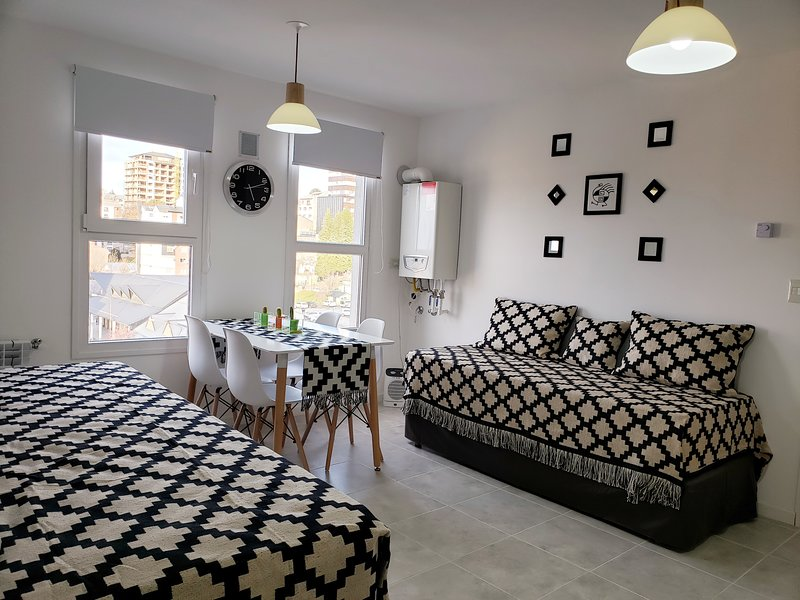 BARILOCHE MODERN APARTMENT departamento turístico en pleno centro hasta 5 pax, holiday rental in San Carlos de Bariloche