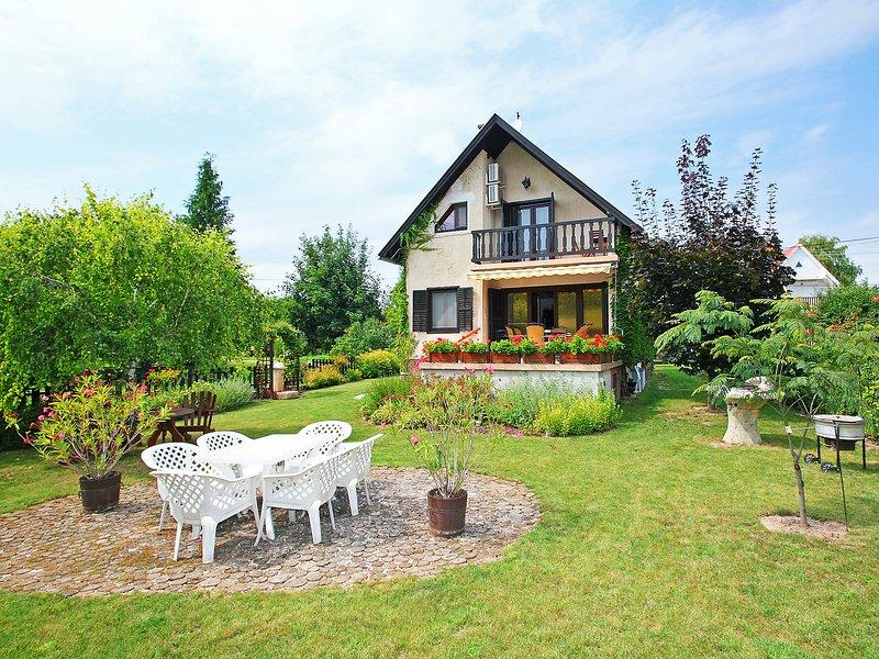 Jardin, holiday rental in Lovas