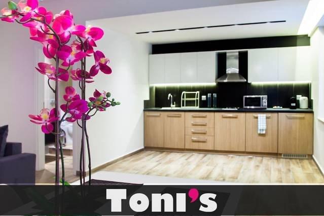 Toni's - 2BD Apartment with Terrace next to P. Stadium, alquiler vacacional en Kessariani