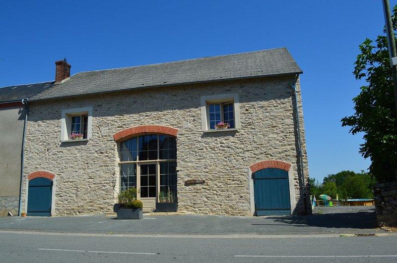 Gîte chez madlou  Grande Capacité avec SPA/PISCINE, vacation rental in Saint-Maurice-la-Souterraine