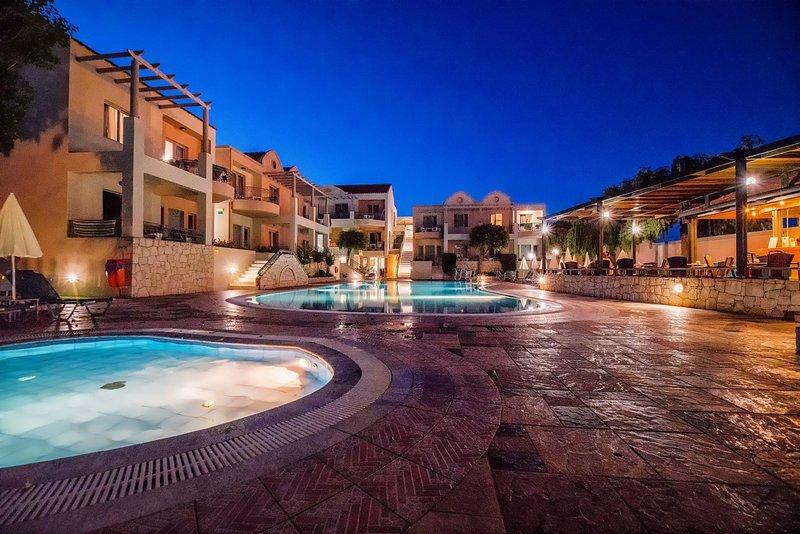 Lotus Hotel | Luxury Studio Near To Agioi Apostoloi Beach, holiday rental in Kato Daratso