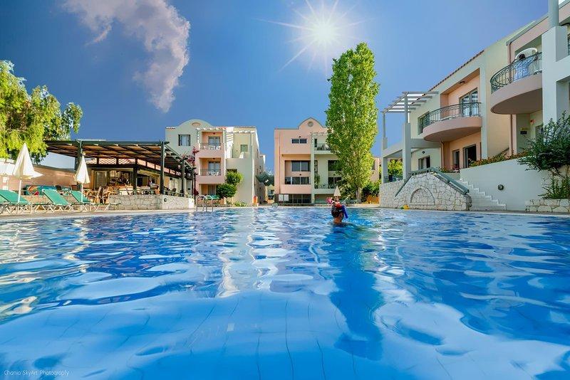 Lotus Hotel | 2 Bedroom Apartment Near To Agioi Apostoloi Beach, holiday rental in Kato Daratso