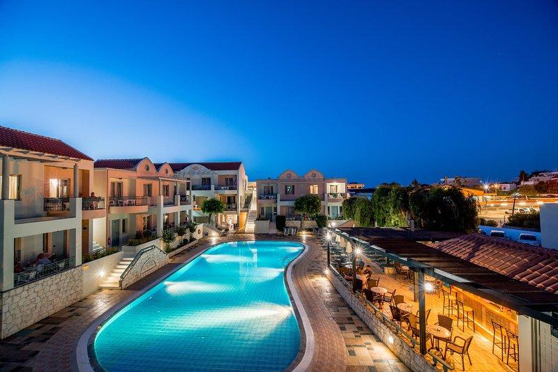 Lotus Hotel | Luxury Maisonette Near To Agioi Apostoloi Beach, holiday rental in Kato Daratso