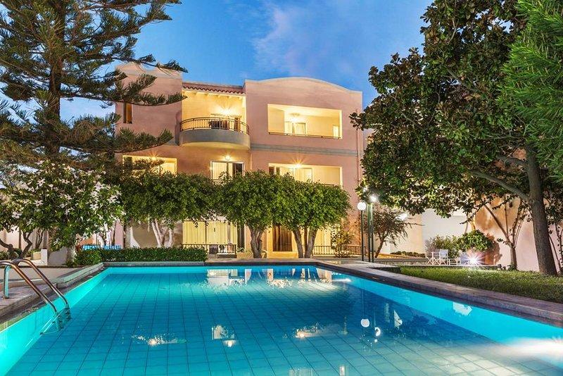 Lotus Hotel | 1 Bedroom Apartment Near To Agioi Apostoloi Beach, holiday rental in Kato Daratso