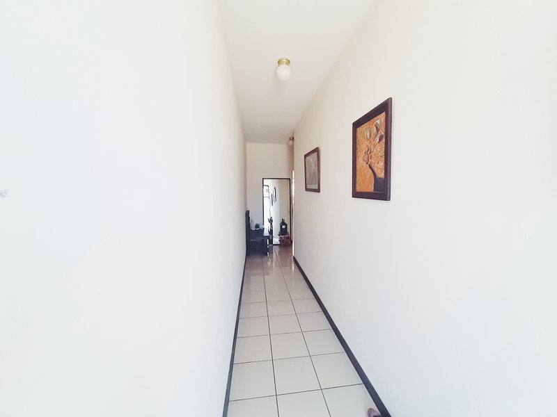 Minimalist Room SAN JOSE + WALK to DOWNTOWN, vacation rental in Tres Rios