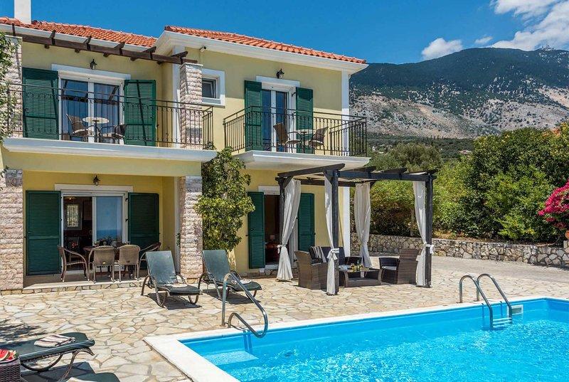 Short walk to nearby restaurants and shops, casa vacanza a Karavadhos