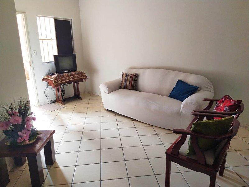 Apartamento aconchegante no centro e próximo a hospitais, holiday rental in Vitoria da Conquista