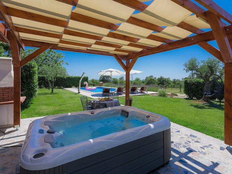 Blog 2, holiday rental in Mofardini