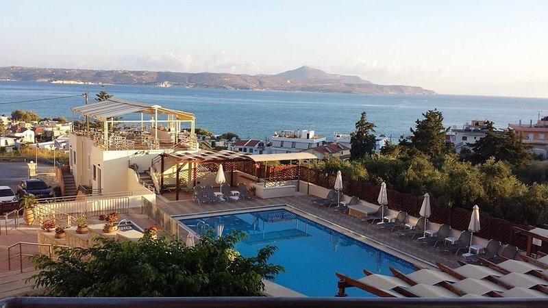 Sunrise Suites | Maisonette, 500m From The Beach, casa vacanza a Tsivaras