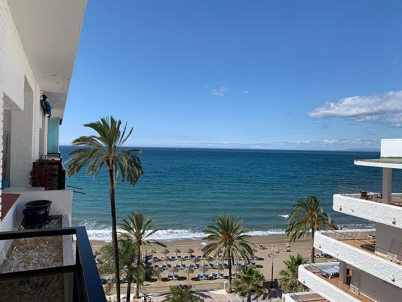 skol 540 beachfront central location with views and wifi, alquiler de vacaciones en Marbella