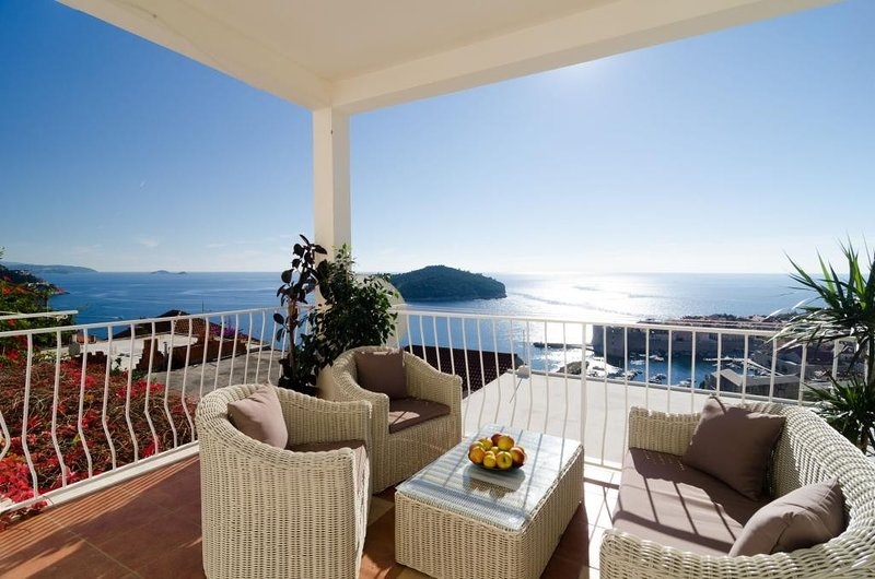 Apartments Isabora - Luxury Two Bedroom Apartment with Terrace and Sea View, holiday rental in Sumet