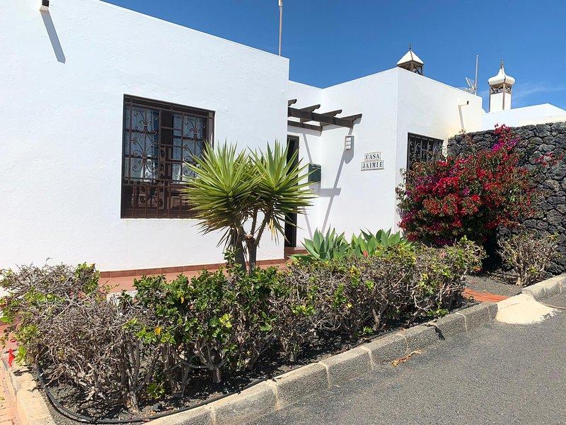 Casa Jaime- 3 bedroomed single storey Villa with with private pool, alquiler de vacaciones en Costa Teguise