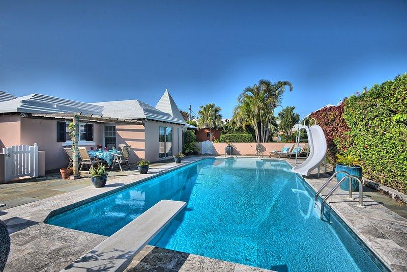BeachWalkCottage★StepsToBeach&Ham★LrgPool★ TwzyChg, vacation rental in Bermuda