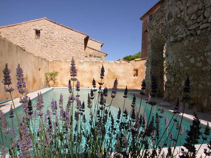 Perfect renovation for this authentic farmhouse in Rustrel, Luberon, holiday rental in Rustrel