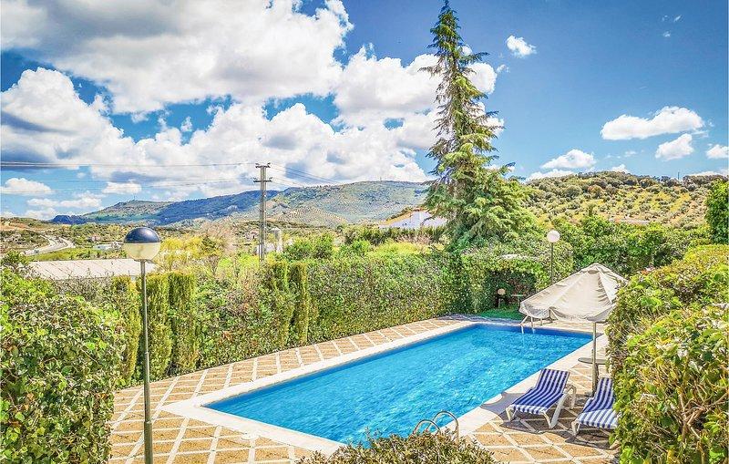 Stunning home in Olvera w/ WiFi, Outdoor swimming pool and 4 Bedrooms (EAC431), alquiler vacacional en Setenil de las Bodegas