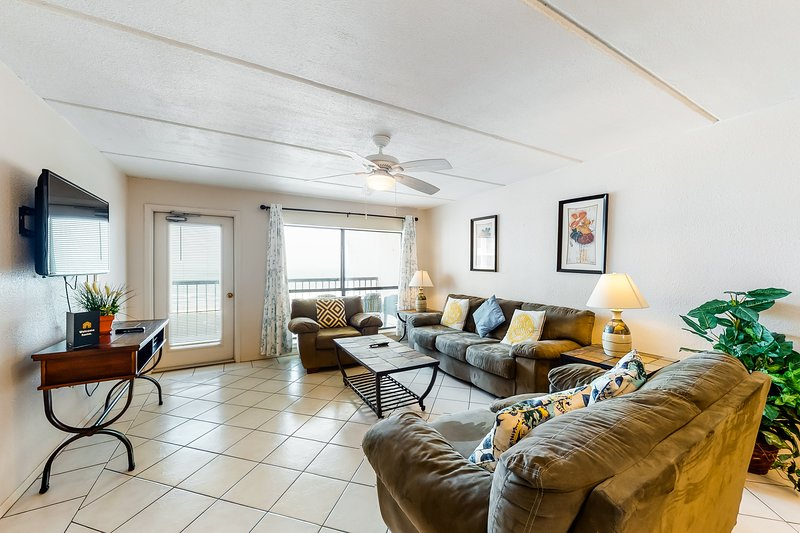 Dog-friendly oceanfront home features shared pools, tennis, hot tubs, & views!, vacation rental in Port Isabel