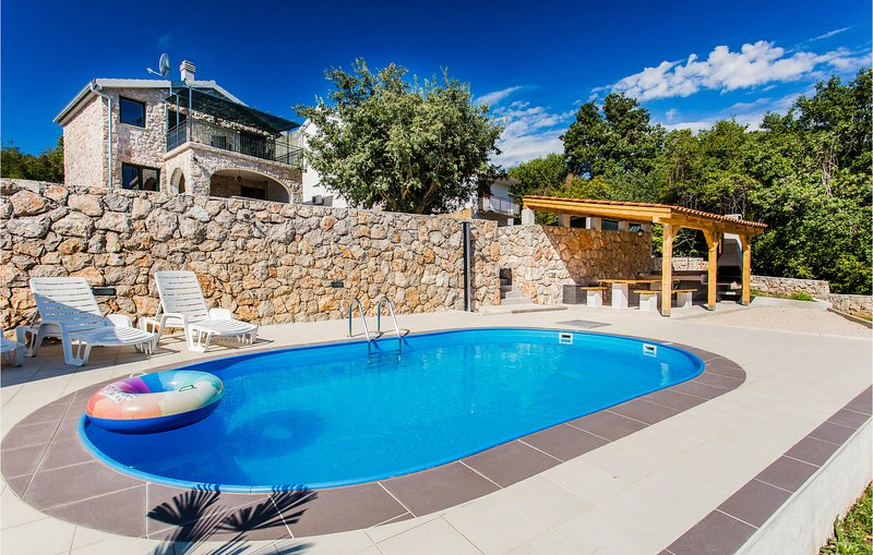 Amazing home in Krk with WiFi and 2 Bedrooms (CKK859), casa vacanza a Risika