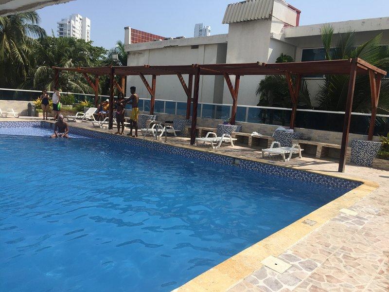 Apartamento en Cartagena Frente al Mar 2cr10 por dias Aire acondicionado y Wifi, location de vacances à Bocachica