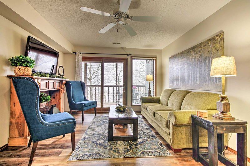 NEW! Lovely Condo < 3 Miles to Silver Dollar City!, holiday rental in Galena